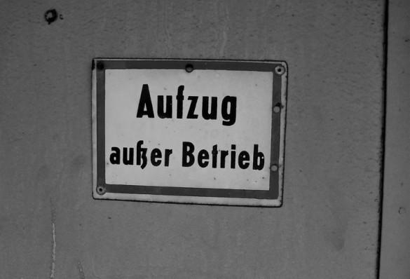 Aufzug außer Betrieb Schild