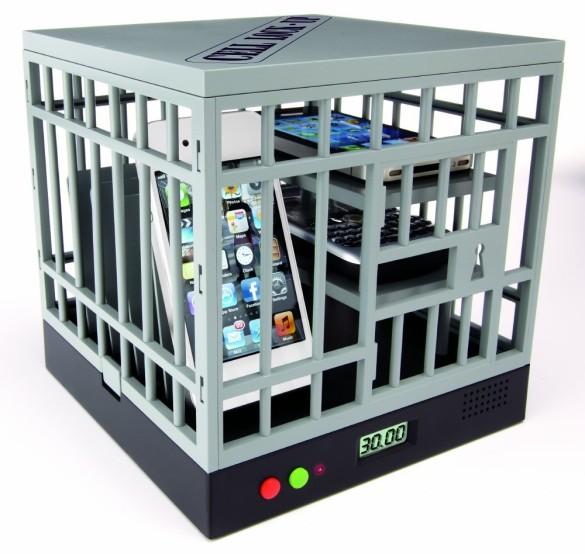 Cell Lock-Up Smartphone hinter Gitter
