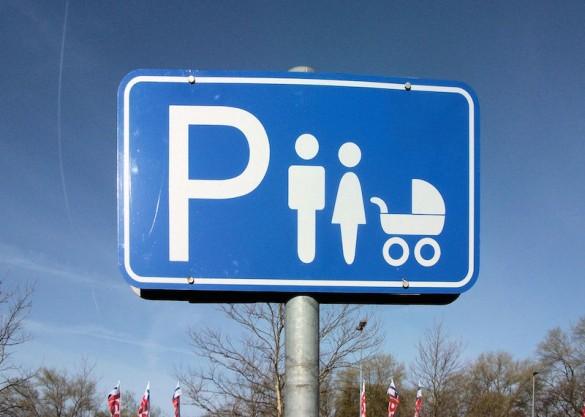 Schild Familienparkplatz