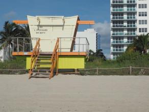 Buntes Lifeguard Haus #2 am Strand von Miami