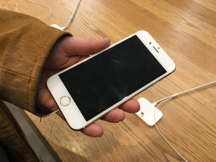 Das neue Apple iPhone 6S. Fotografiert mit einem iPhone 6S (live phote)