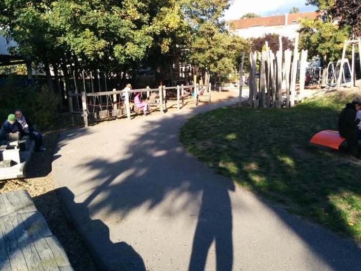 Echt viele tolle Dinge zum Klettern und rutschen auf dem Spielplatz.