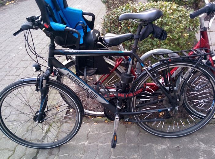 Mit dem Fahrrad zur Arbeit, doch wo ist der Regenschutz?