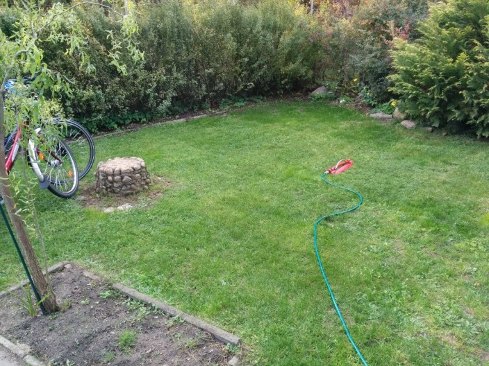 Genießen wir den grünen Rasen, so lange er noch grün ist und die Sonne scheint.