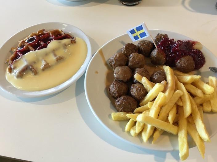Typisches IKEA Essen.