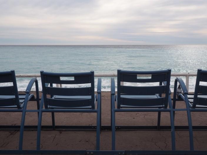 Die blauen Stühle in Nizza... anscheinend ein Wahrzeichen