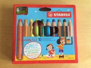 Set 2: STABILOWoody 3 in 1 mit X Farben und Anspitzer. (Mehr Infos dazu gibt es in diesem Beitrag über STABILO)