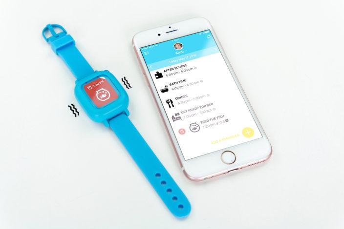 Die Octopus Uhr lässt sich von den Eltern per App einstellen.